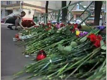 Цветы на месте убийства Юрия Буданова