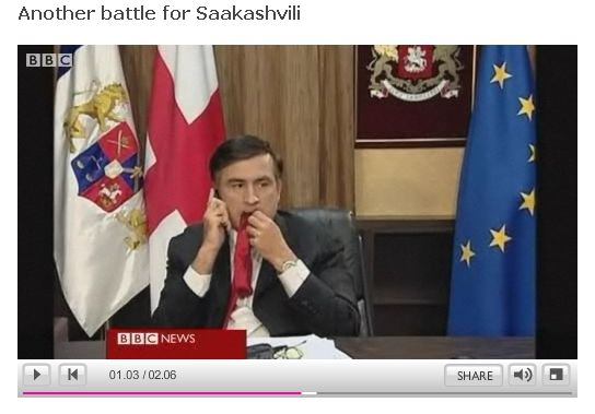 video-saakashvili-soset-galstuk-zhuet